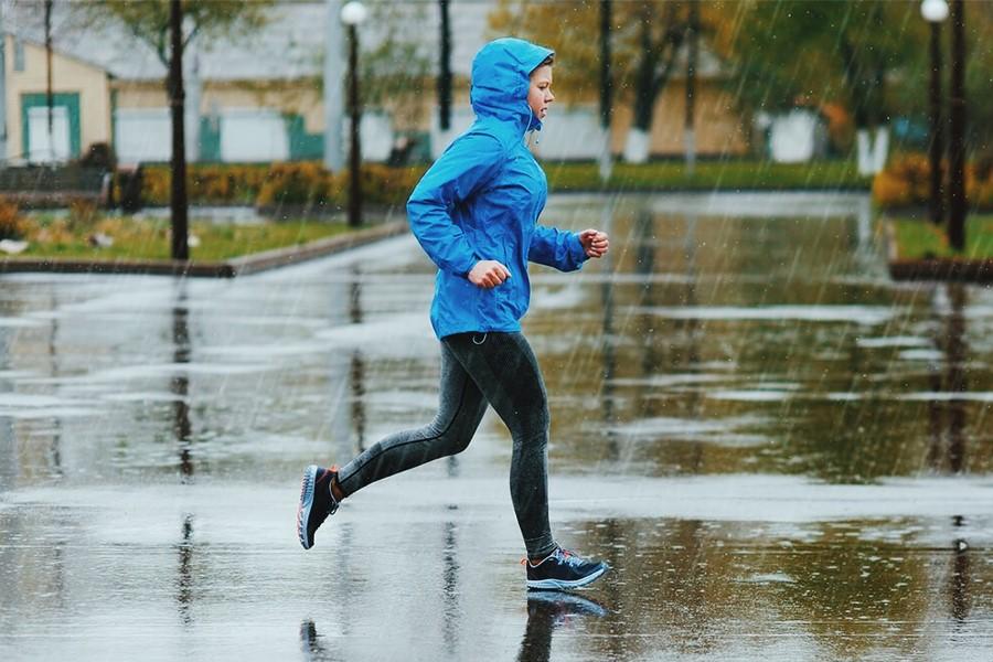 tips berlari saat hujan